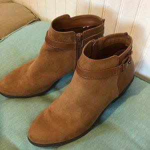 Old Navy tan ankle boots